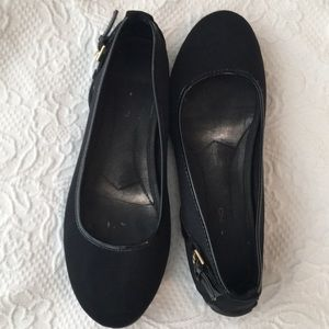 Bandolino Black Flats with rubber soul